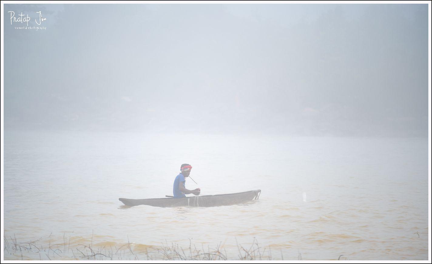 Fisherman on a boat at Chitrakote